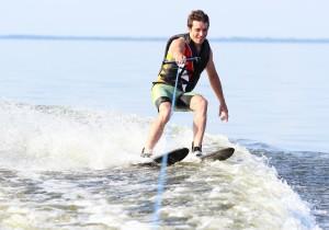 dude water skiing